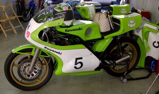 kawasaki h2r triple bikes cars pinterest racing motorcycles grand prix and cars. Black Bedroom Furniture Sets. Home Design Ideas