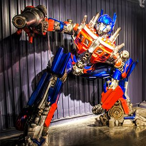 The new Hall of Heroes exhibit at the Los Angeles County Fair is perfect for families who love super heroes like Optimus Prime, Batman, Doctor Who and other favorites. #lacf