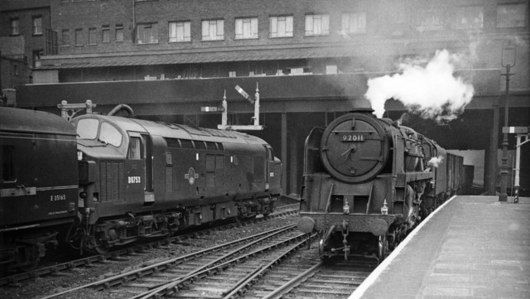 SK5740 : Nottingham Victoria Station, with Down freight and Up express