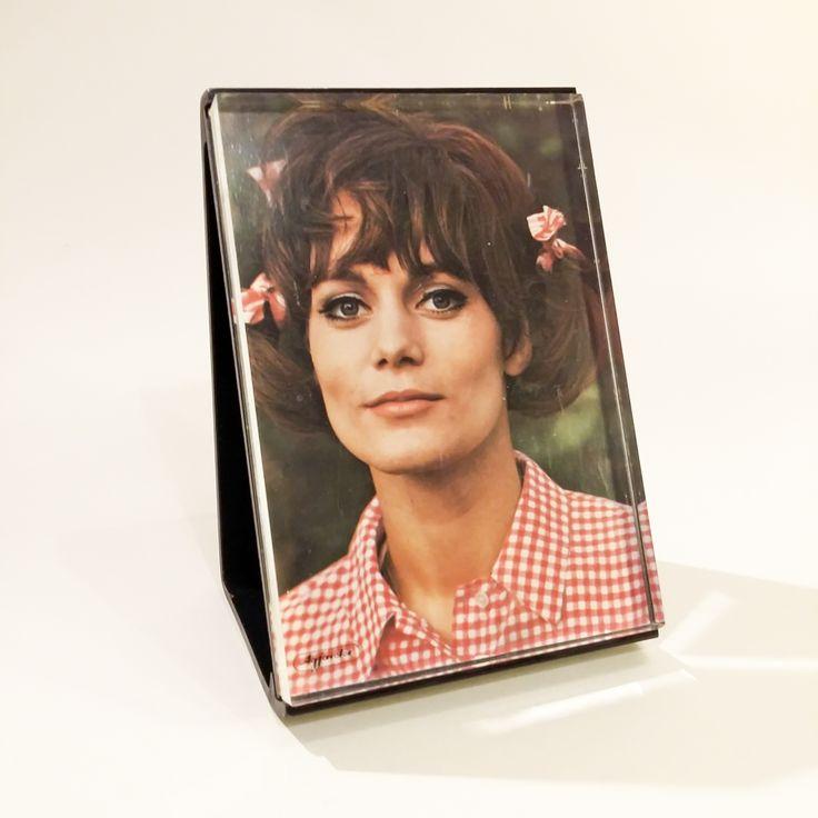 Ramka na zdjęcie ulubionego piosenkarza lub ukochanej aktorki.  #vintage #vintagefinds #vintageshop #forsale #design #midcentury #midcenturymodern #frame #decor