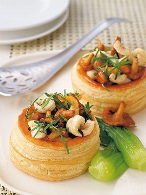 Рецепт «Волованы с морским языком и грибами» из книги «Выпечка сладкая и несладкая» Этот рецепт из раздела «Закуски». #recipe #pastry #cookbooks #cookbooksru