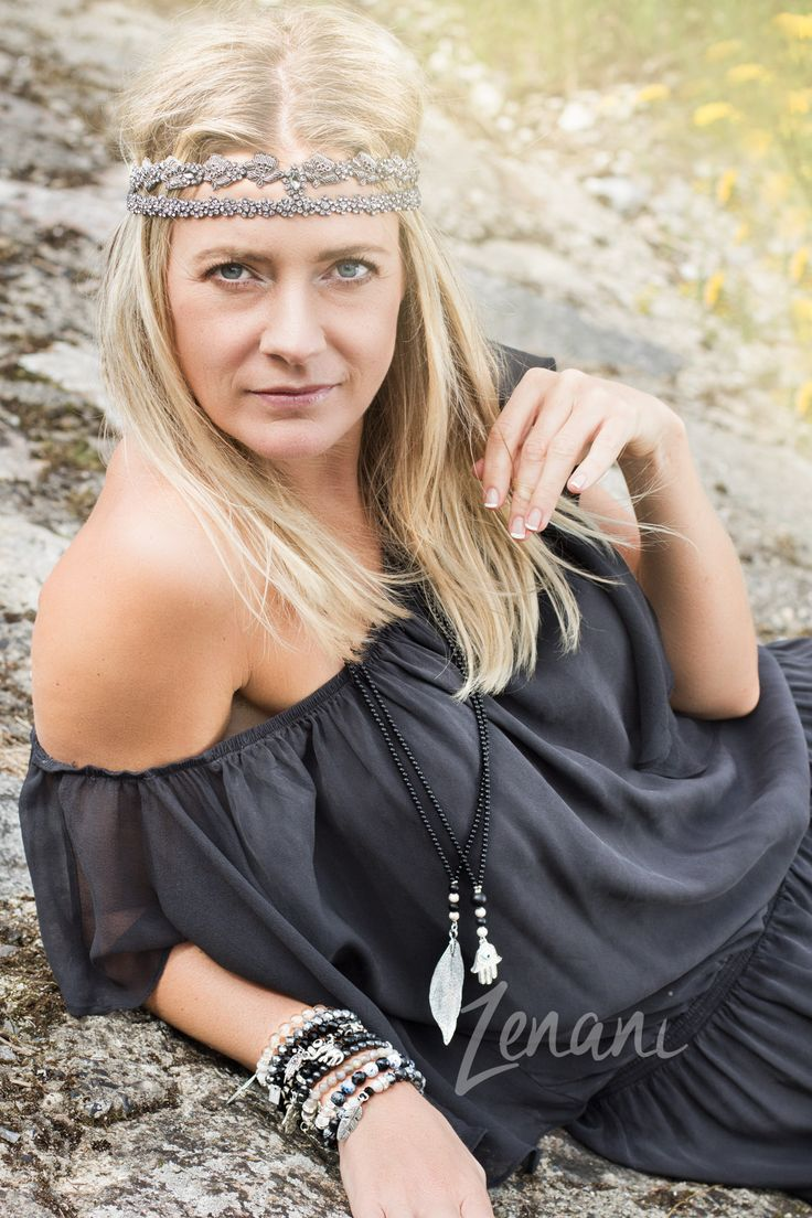 jewellery on the beach, woman lying down pose, beach fotoshoot with woman and jewellery, bohemian fashion, boho style photography