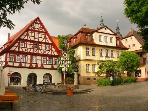 bad windsheim | Bad Windsheim. Der Kornmarkt nach dem Regen.