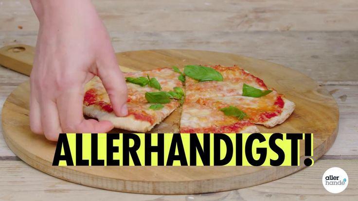 Barbecue + bloempotschaal = pizzaplaat. Zo maak je heel handig op de BBQ je eigen pizza.  - How to... - Allerhande