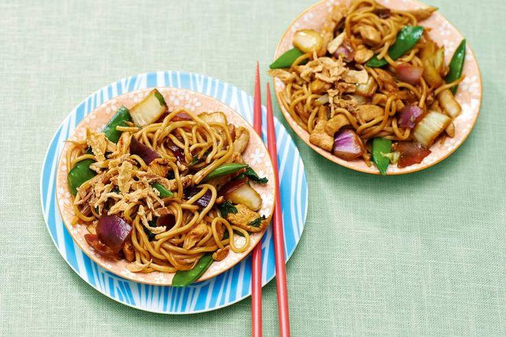 Kijk wat een lekker recept ik heb gevonden op Allerhande! Chinese noedels uit de wok met groente en scharrelkipfilet