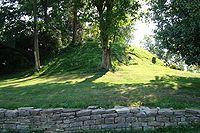 マウンドヒルにあるインディアンの巨大墳墓-ケンタッキー州 - Wikipedia