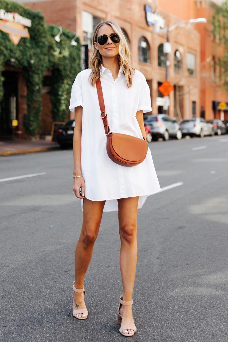 Moda de Jackson vestida em camisa branca Tan … – #bag #Fashion #Jackson # …