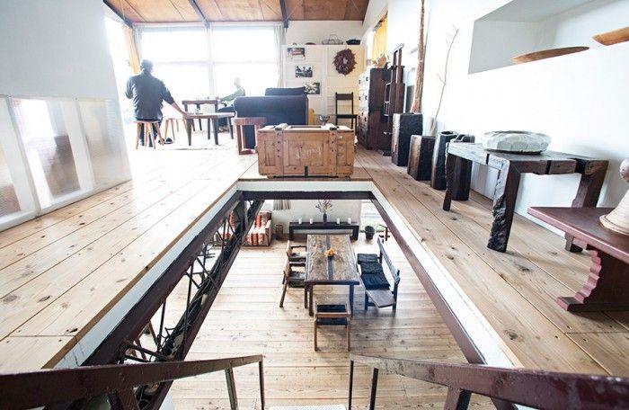 2階の大空間は、パーテーションで仕切られている。向かって右側が寝室。左側は普段は長男の源樹さんの部屋。お客様が来ればここがゲストルームになる。