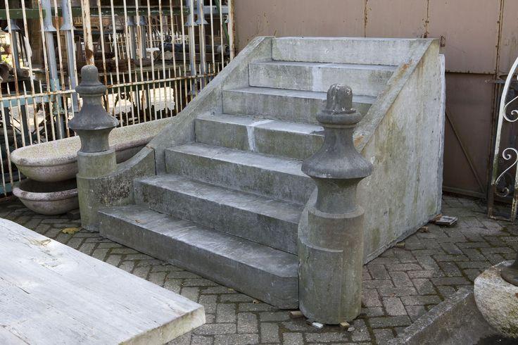Diverse soorten trappen, vensterbanken, optrap-tredes, portieken enz enz t achterhuis te Udenhout
