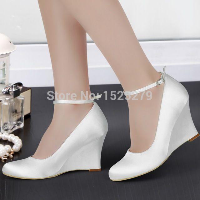 A610 Mulheres Branco Marfim Noiva Damas de Honra Formal Festa Nupcial Bombas Dedo Do Pé Redondo Fechado Salto Cunha Fivelas Sapatos de Noiva de Cetim Plissado