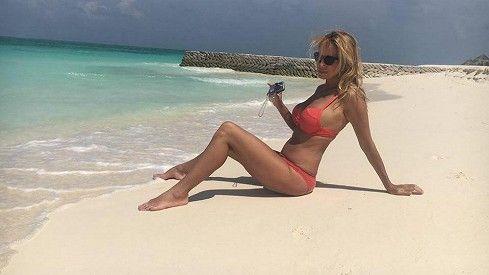 Za dva týdny jí bude 49 let: Kateřina Brožová vystavila své tělo v plavkách na Maledivách