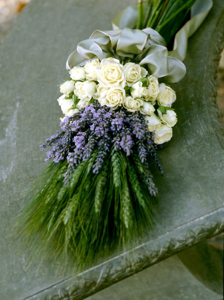 lavender, white tea roses, and green wheat, I'm sure I've pinned this before but it's so gorgeous I have to do it again... #Lavender #Wedding
