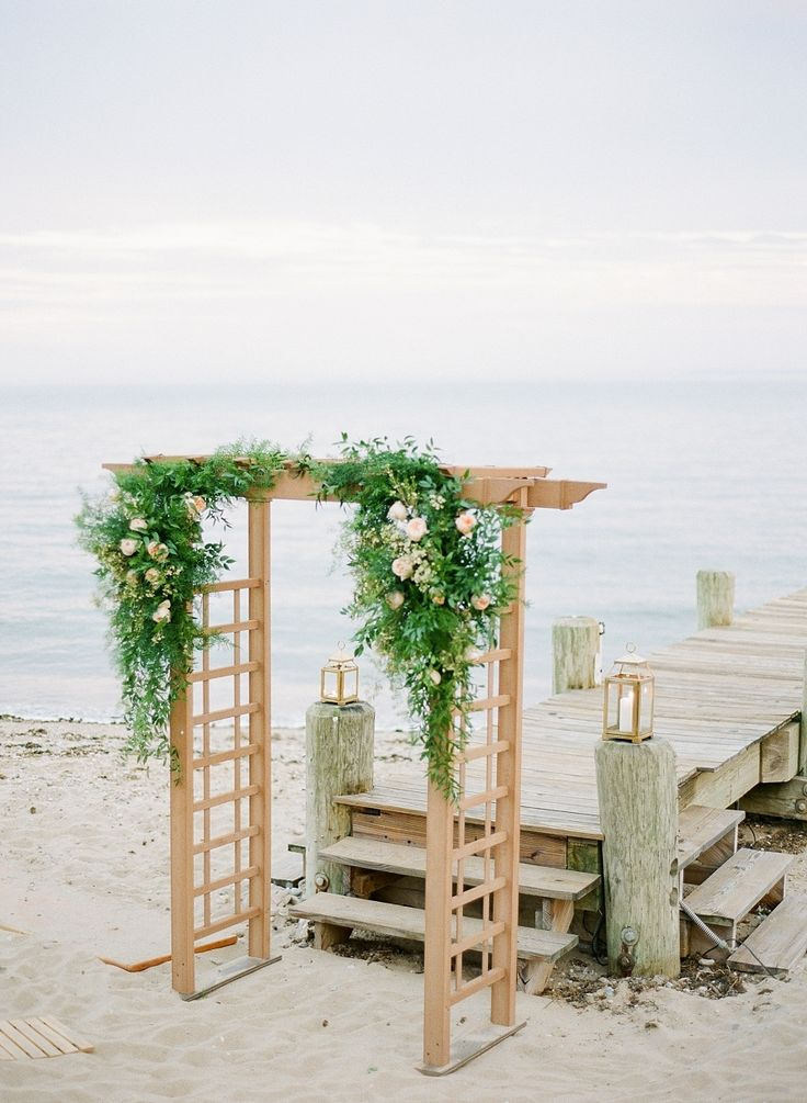 Photography - Assistance : Colleen Macmillan | Photography : Elena Wolfe Photography | Wedding Planning : Peony Events Read More on SMP: http://www.stylemepretty.com/2017/01/30/seaside-americana-style-wedding/