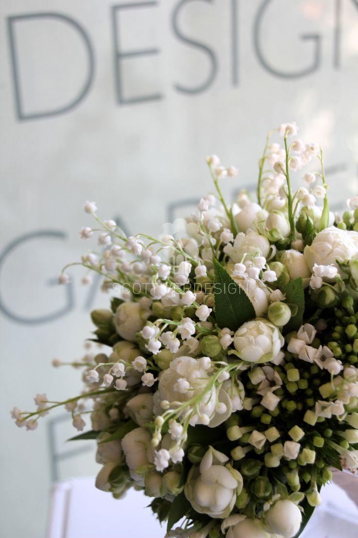 meraviglioso bouquet sposa realizzato con fiori di Convallaria, rose Poliantha e Bouvardia.