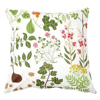 The lovely Leksand cushion cover is designed by Edholm Ullenius for the Swedish brand Klippans Yllefabrik. The cover is made of fine soft cotton and has a beautiful pattern inspired by the Swedish flora. Give your living room or bedroom a new look with this fine cushion cover and combine it with details in similar colors to create a unitary and modern style. Choose between different colors.