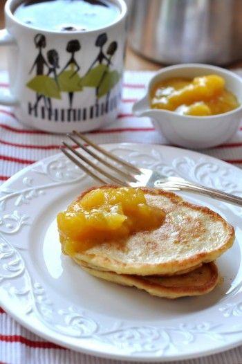 Placuszki bananowe  banan - 1 szt jajko - 2 szt jogurt grecki - 2 łyżki mleko - 2 łyżki mąka pszenna - 4 łyżki proszek do pieczenia - 1/4 łyżeczki cynamon - 1/4 łyżeczki sól - 1/4 łyżeczki olej - do smażenia