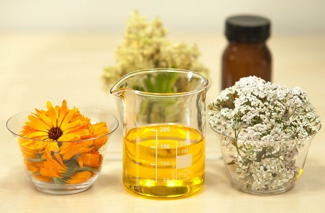 How To Turn Medicinal Weeds Into Infused Oils, Just Like Your Ancestors Did