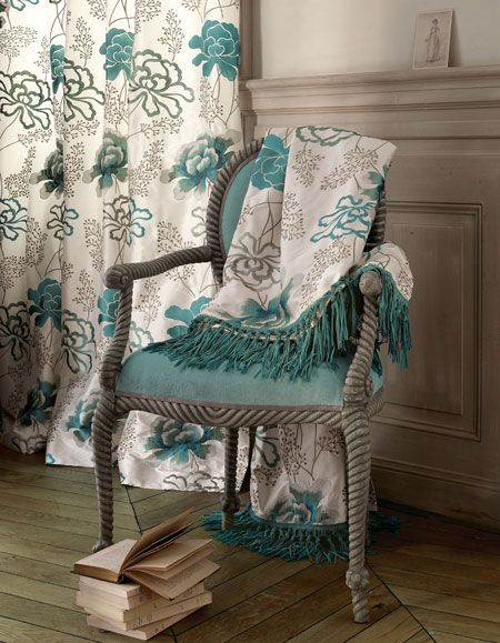 Soothing blues stay fresh with a graphic floral pattern