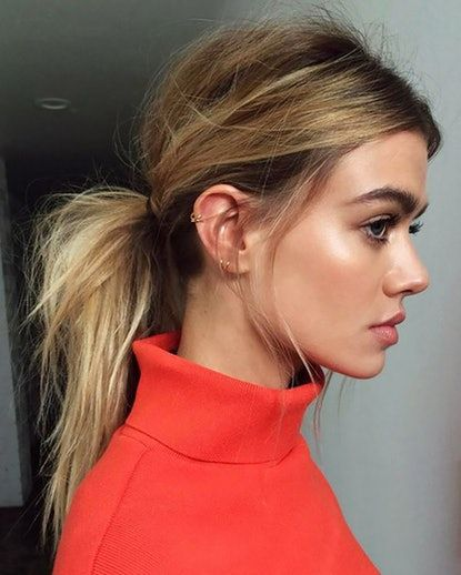 The Low, Messy Ponytail The top-knot equivalent, this messy (in a good way) ponytail is casual and is cute. Apply a texturizing spray from roots to ends, pull hair into a loose ponytail and tease the base for a lift. The more face-framing faces you leave out, the better.