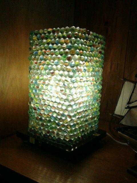 Lampara hecha con metras canicas de vidrio decoracion - Decoracion con lamparas ...