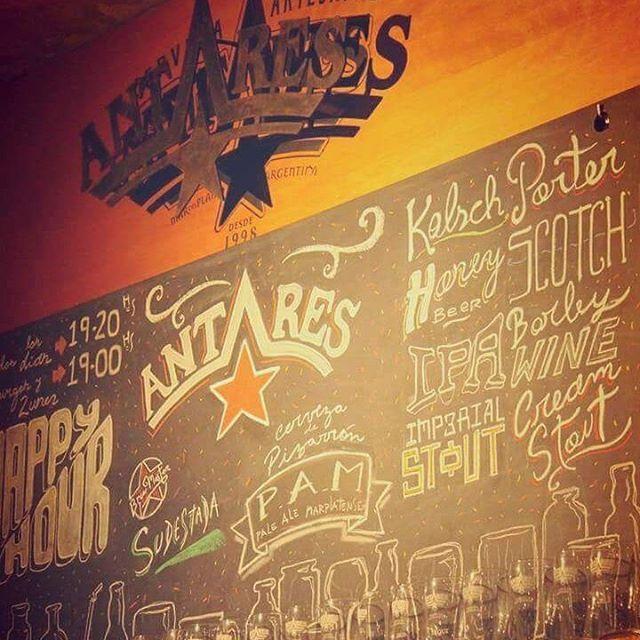 Jueves de birra. #antarescitybell #antares #cervezaartesanal #cerveza #gastronomia #citybell #kolsch #scotch #porter #pizarron  Pizarrones de la mano de @pedroarteagaa  Ph @juli.e.ta._