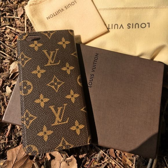 Louis Vuitton folio 6+ case M61423 The functional adhesive surface, naturally integrated into its slim shape, holds the phone securely to protect it from the bumps and knocks of modern life. New never used Louis Vuitton Accessories Phone Cases