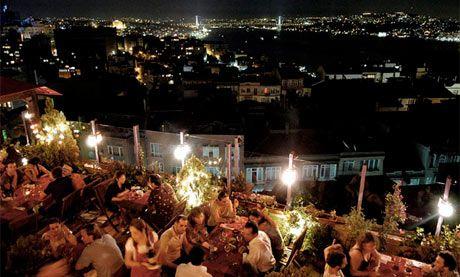 5. Kat İstanbul'un en iyi manzarasına sahip restaurantında dünya lezzetleri ve muhteşem atmosfer.