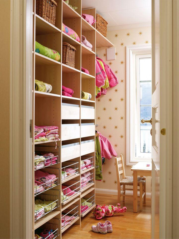 Garderobe kombinert med lekerom. Langlo AS