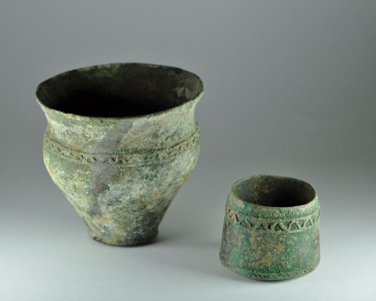 Amlash bronze vases, 1st millenium B.C. Amlash Luristan Bactrian bronze vase with banded decorations, 10 cm high max. Private collection
