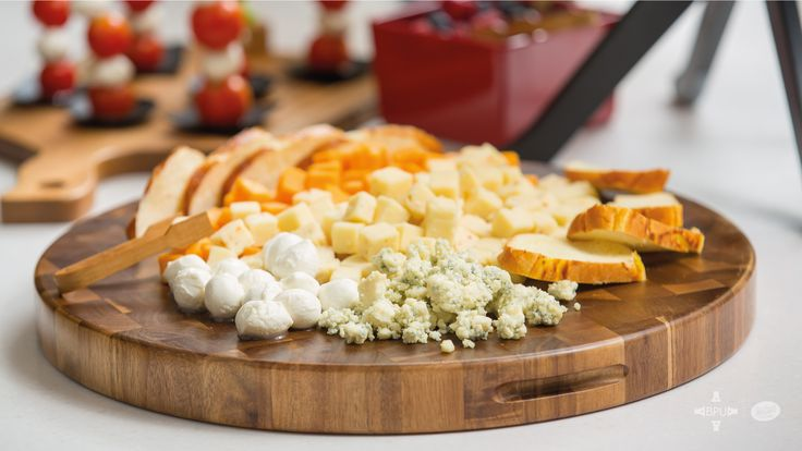 Las mejores tablas para exhibir quesos y embutidos #Tablecraft #businesspeopleunlimited / #bpu / www.bpu.com.co
