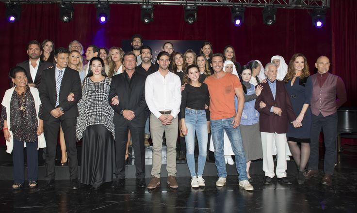"""Todo el elenco y producción de """"Un camino hacia el destino"""" realizó una magna presentación ante medios."""