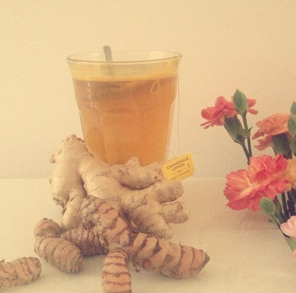 feel good drink, camomile tea with ginger, honey, lemon  kurkuma (rens kroes)