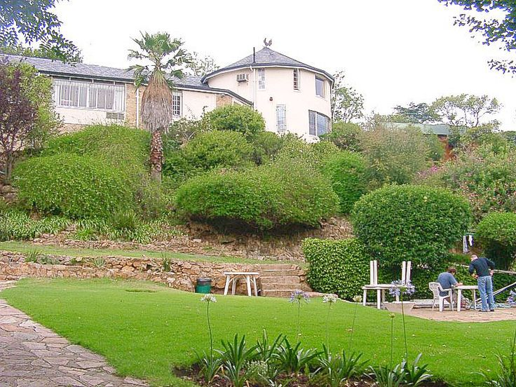 """#Johannesburg, #SouthAfrica – #Backpackers Ritz A """"haven in Johannesburg"""" is how the Backpackers Ritz. Set in a large mansion surrounded by gardens, the Ritz is the longest running backpackers in Johannesburg. Close to all amenities and with dorms or private rooms the Ritz is an ideal spot to relax by the pool or have a drink in the dungeon bar before embarking on your #adventure. #Campingsafari"""