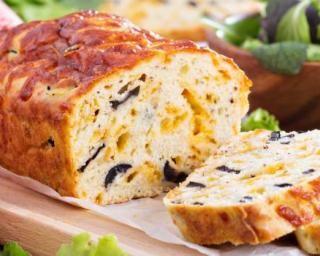 Cake salé au fromage et aux olives