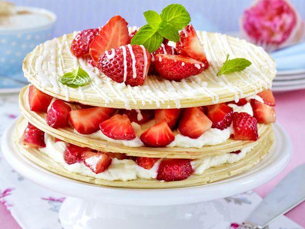 Karlsbader Oblaten-Torte mit Vanille-Quark und Erdbeeren