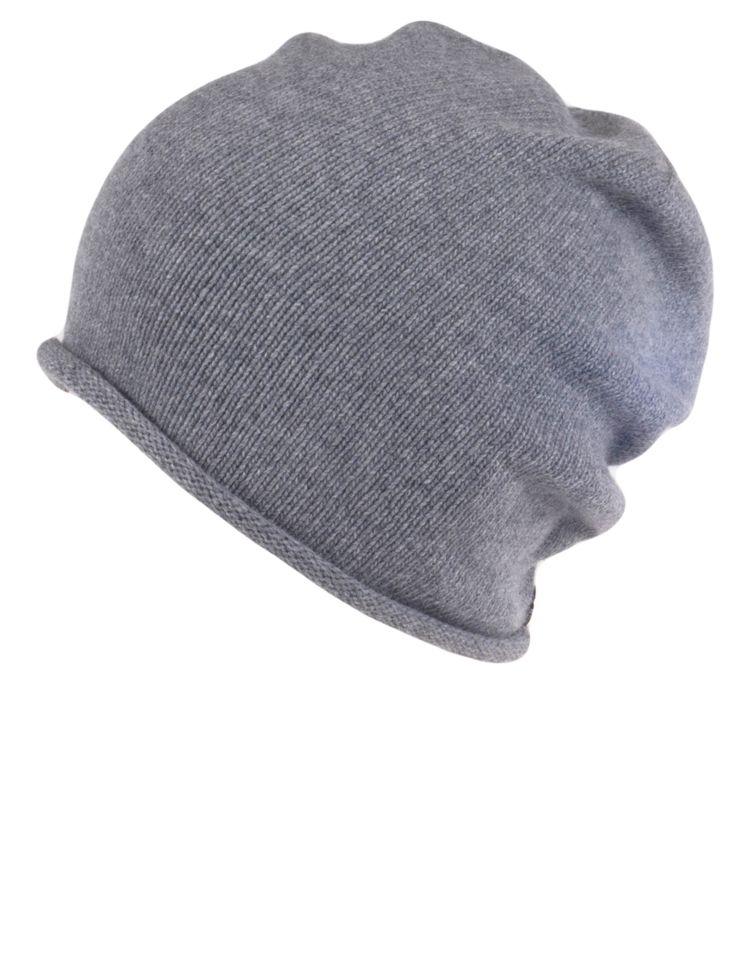 (Polski) Elegancka, stylowa czapka z kaszmiru i wełny. Mieszanka specjalnie wykonana na zamówienie we włoskiej przędzalni z Toskanii. Zakończona u dołu modnym wywinięciem. Nad lewym uchem znajduje się posrebrzana plakietka z nazwą naszej fabryki, LOMAN. Wysokość czapki: 24 cm