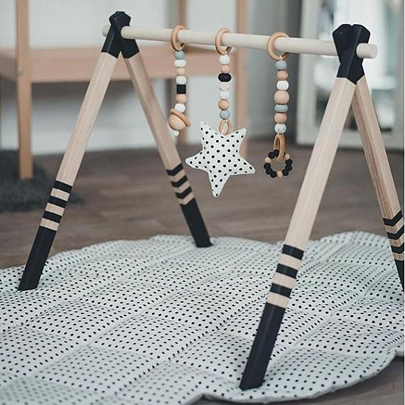 GYM, TOYS & MAT – Monochrome wooden play gym, play mat + teething toys – baby gym set – gym with hangers and mat, baby gym toys