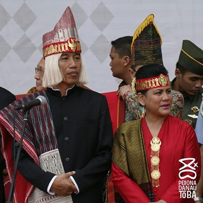 President Joko Widodo and First Lady Iriana at Lake Toba, Indonesian Independence Carnival. Source