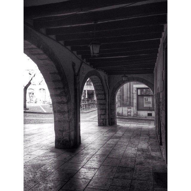 by @montblancmedieval #montblancmedieval #Tarragona #Montblanc #Catalunya #Cataluña #Catalonia #Catalogne #turisme #tourisme #turismo #tourism #trip #travel #viatjar #viatge #viajar #viaje #urban #urbano #urbà #arquitectura #architecture #street_photography #citycenter #plaza #plaça