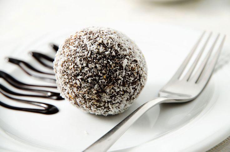 Bom bom, çikolata ile hazırlanan tatlardan biri. Hazırlanması oldukça kolaydır. Özellikle çay saatlerinde ve konuk ikramlarında ideal bir tattır...