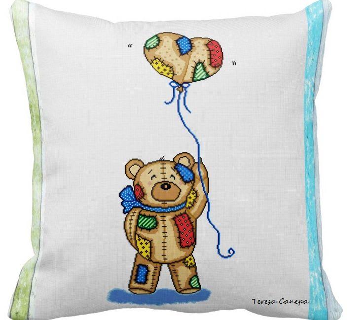 ✄ PATRON PUNTO CRUZ  Cojin con diseño Oso,decorativo, tamaño:  63,5 x 63,5 cm http://puntocruzandino.weebly.com/
