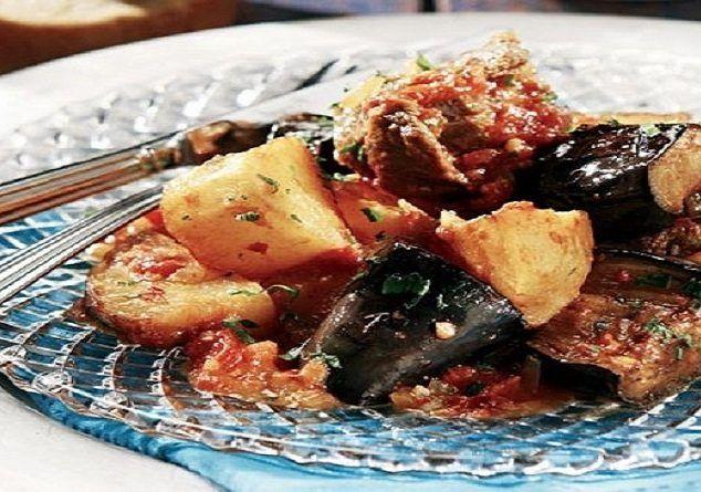 Μοσχάρι γιαχνί με μελιτζάνες Συνοδέψτε το με γιαούρτι και έχετε ένα ονειρεμένο, Ελληνικό πιάτο...