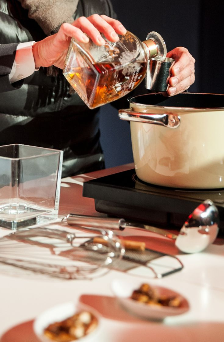 Hot Egg Bourbon cocktail recipe: a seasonal holiday specialty crafted at Grand Hyatt Berlin. #LivingGrand | Grand Hyatt