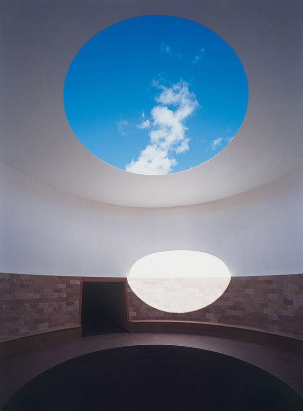 Artist James Turrellu0027s Monumental Light Installation Set Inside - die einzigartige anziehungskraft der modernen kunstskulptur