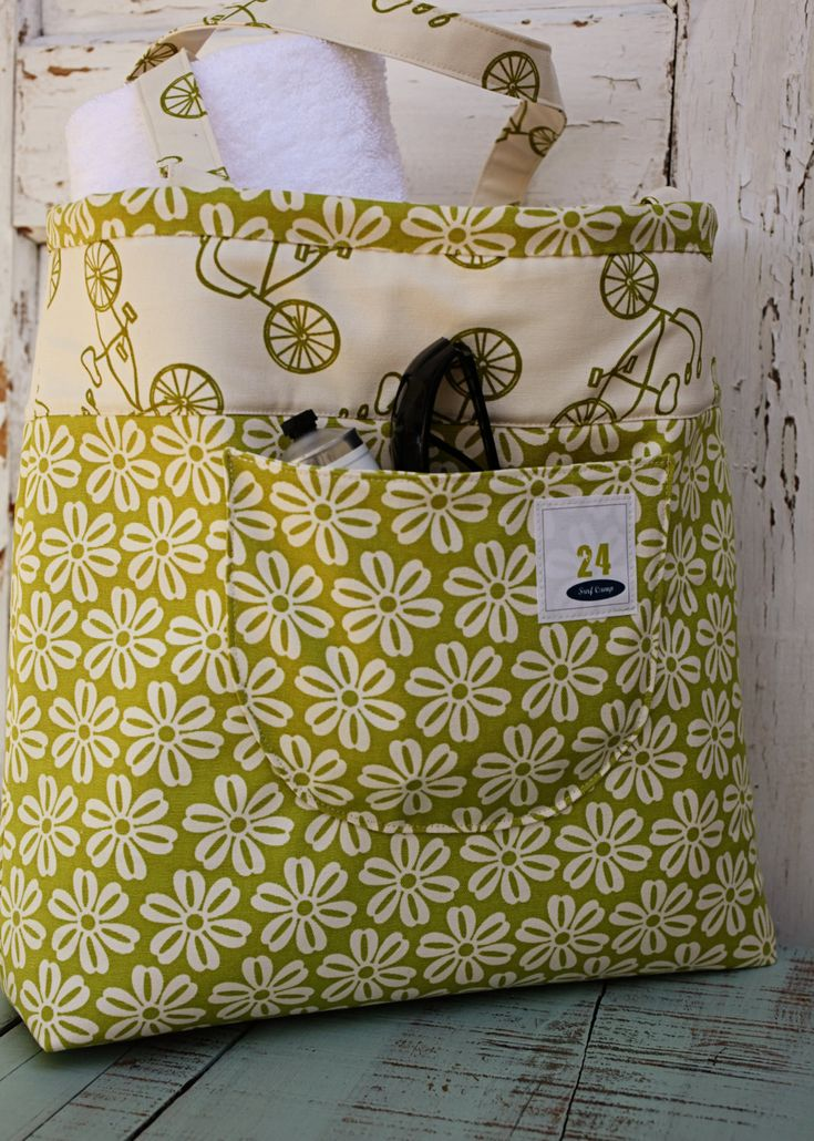 Lucy's Beach Bag Pattern    LOVE LOVE LOVE. I want it in all three colors. Green/Orange/Blue :)