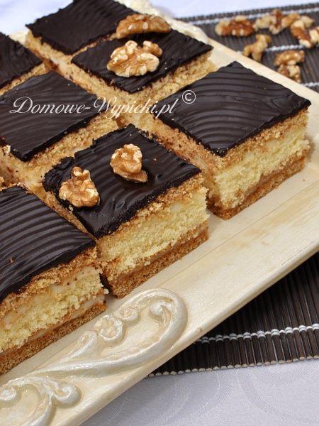 Królewiec to dość popularny przekładaniec miodowy. Na pewno większość z Was zna to ciasto. Dawniej moja mama często robiła je...
