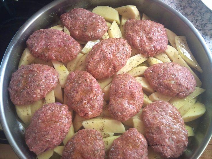 Χριστίνας....Μαγειρέματα!: Μπιφτέκια Φούρνου με λεμονάτες πατάτες!