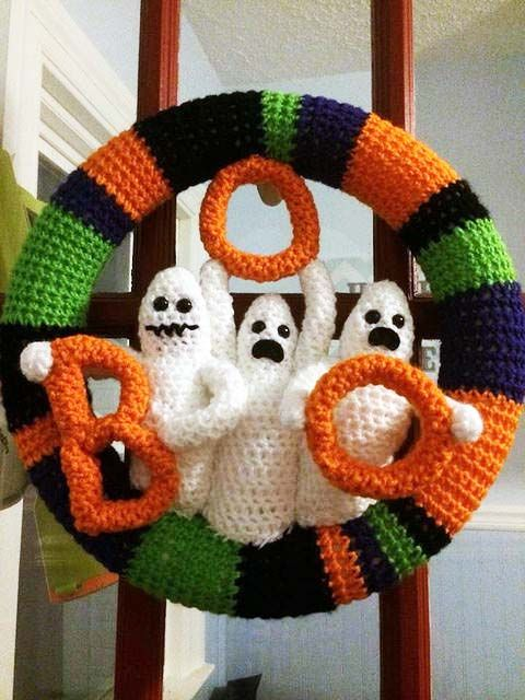 Crochet Crowd Grim Wreath Challenge - pictures only. More Halloween wreaths here: https://www.flickr.com/photos/mikeyssmail/sets/72157647187409688/