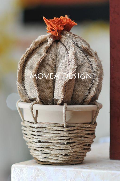 Cactus artificiale in tessuto Juta. Vaso in terracotta intrecciato con spago. Prodotto artigianale made in Italy, completamente realizzato a mano.