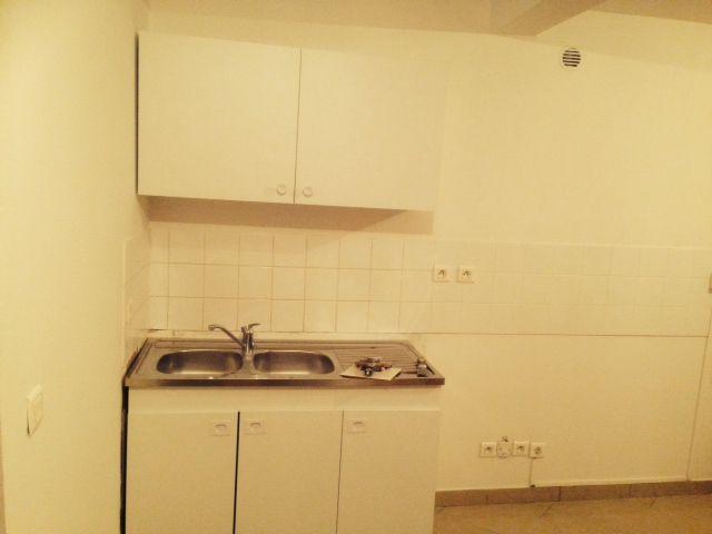 cuisine équipée et ouverte sur un séjour de 19 m² // TEXAS Bâtiment - texasbatiment@orange.fr - Tél 0622751527-0141810290